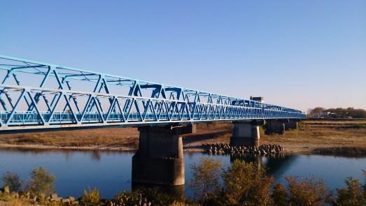 木曽川散策の青い鉄橋