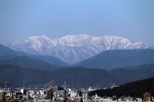 138タワーパーク2の展望デッキから能郷白山01