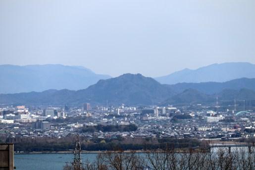 大津SAから眺める鶏冠山