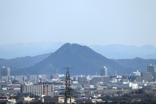 大津SAから眺める三上山アップ01