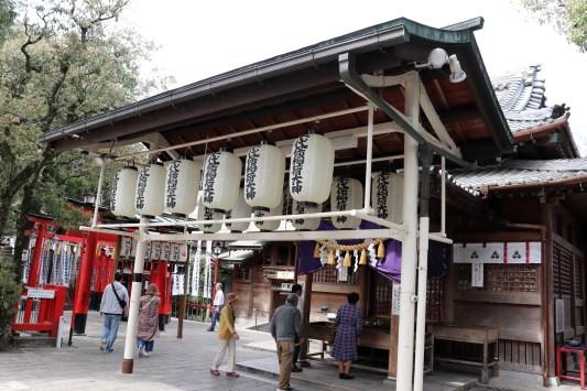 千代保の稲荷神社参拝所01