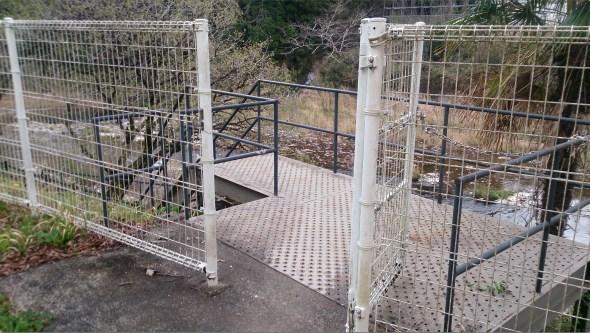 つたのふち5展望台への入り口の柵
