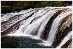 つたのふち9-12滝の流れシャッタースピード遅