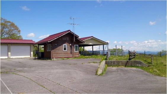 茶臼山牧場1の9小屋2