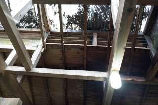 上の湯の天井:木と採光波板