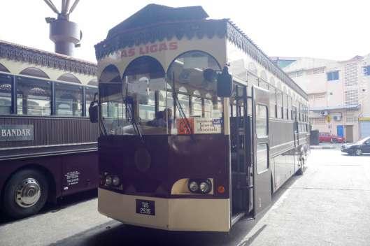 無料バスが3台