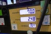 1L 28バーツ、ガソリンスタンド以外の売店では50バーツで売ってる。