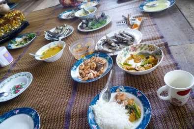 魚とエビ、何かの野菜