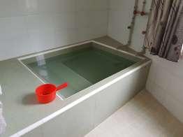 宿の部屋付属の温泉風呂