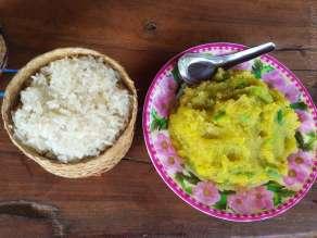 朝食はパンと卵にするかと聞かれて、皆と同じものを求めたら、カボチャのマッシュポテトのよう。