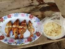 朝食は炭焼き魚 1万K とカオニョウ