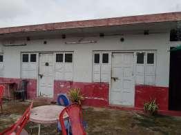屋上にはベッド2つの部屋と3つの部屋があるが一人あたりの値段は変わらない。350R