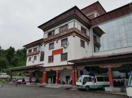 Phuentsholing バスターミナル。市場の隣