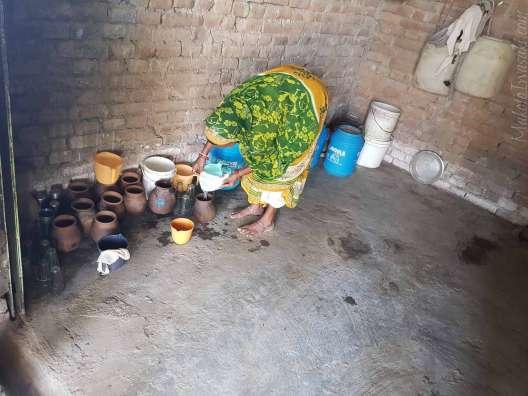 スジャータ村の椰子の樹液酒タリ