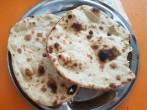 Tandoori Roti 2枚だけで十分だった。大きい