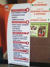 Bhat Bhateni ショッピングセンター。無料コインロッカーもある。