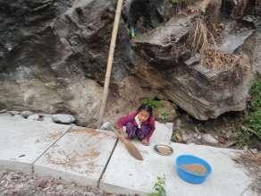 シンハ・タトパニ温泉で吊橋ハイキング