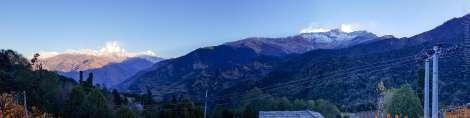 プーンヒル3210m からアンナプルナが間近に見える:Chitre >トレッキング2日目