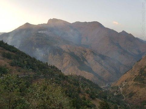 山焼きの煙