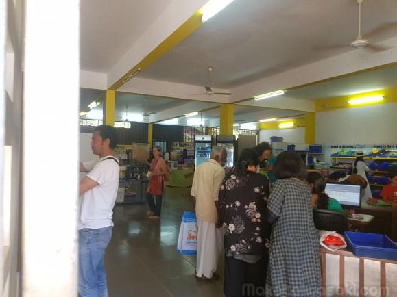 食品売場。現金では買えない。メンバーのみ。