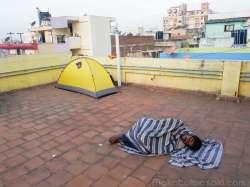 寝るのは屋上キャンプ