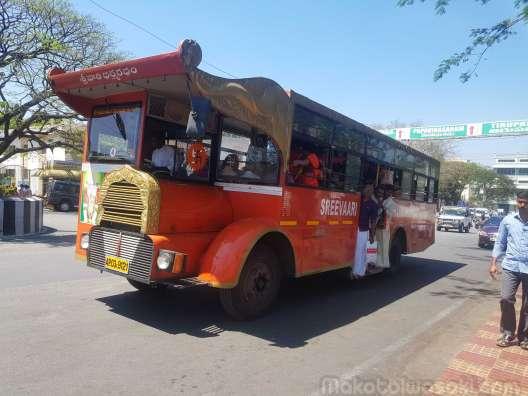 無料の周遊バス