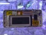 Galaxy S8 の割れたガラス画面を交換 3000バーツ 1万円