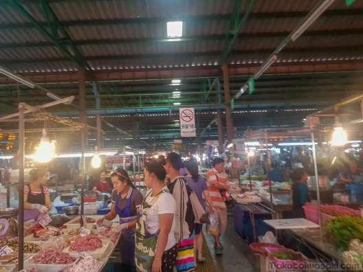 トンブリ駅前市場