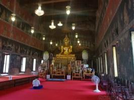 佛陀とタイ国王が一緒にいる