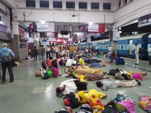 Pune駅着