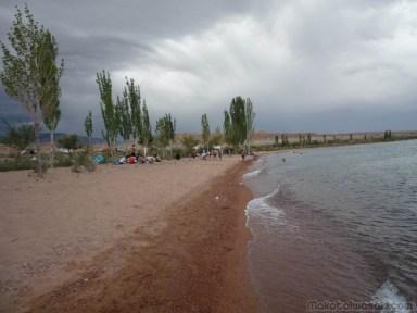 イシュクル湖ビーチ