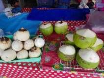 ここのココナッツはうまかった。20฿を2個食べる