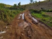 Nam Aunn 温泉への道は泥道で断念