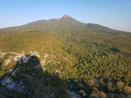 翌朝登る予定の大ポッパ山、標高1500m