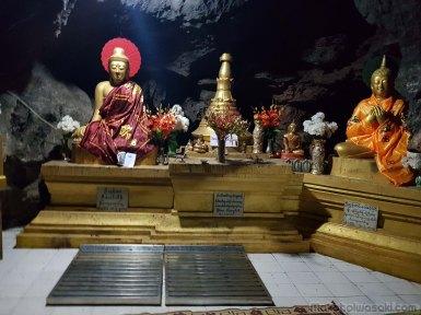 最奥の佛像。ここまで100mぐらい。