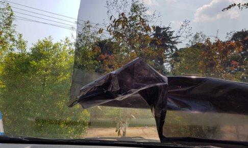 車フロントガラスのフィルムを剥がす方法