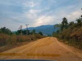 ラオスの道の悪さはミャンマー以上か
