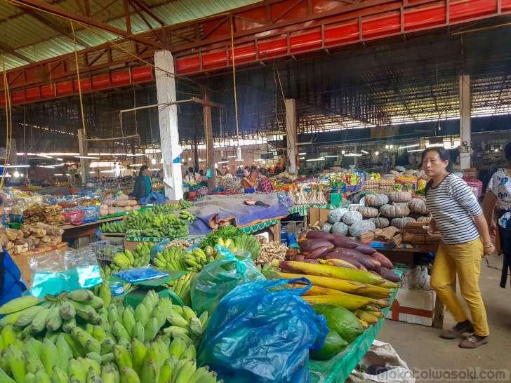 ポンサワンの市場