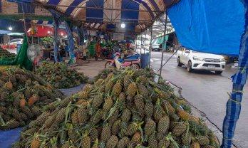 スラタニのドライブスルー型青果市場、ポワイ市場
