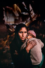 Steve McCurry,KASHMIR, 09/1999, KashmirA mother comforts her child, Srinagar, Kashmir, 1999.National Geographic, September 1999, Kashmir: Trapped in Conflict.Magnum Photos, NYC5278, MCS1999005 K00013.