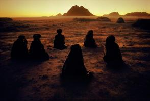 Steve McCurry,AFGHANISTAN. Near Kandahar. 1992. Kuchi nomads a prayer. The Kuchi are a nomadic tribe of Pshtuns from southwestern and eastern Afghanistan.