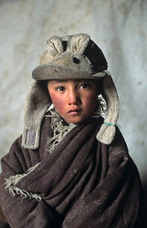 Steve McCurry,Nomad Boy in Tent, Amdo, Tibet, 2001final print_milan