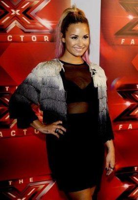 Demi-Lovato-27
