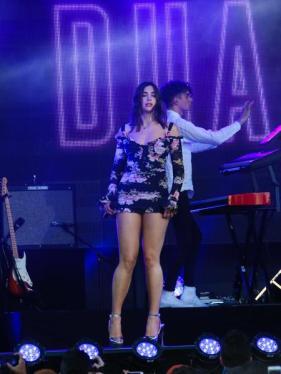 dua-lipa-live-2017-12