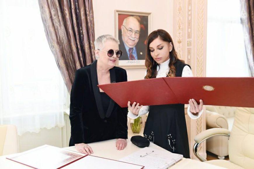 На открытии Творческого центра Максуда Ибрагимбекова