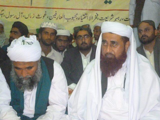 Pir Sayyid Jeeal Shah Jilani (right) sitting with Pir Karamullah Ilahi Naqshbandi Mujaddidi alias Dilbar Saeen (left), who is a renowned shaykh and scholar in Sindh