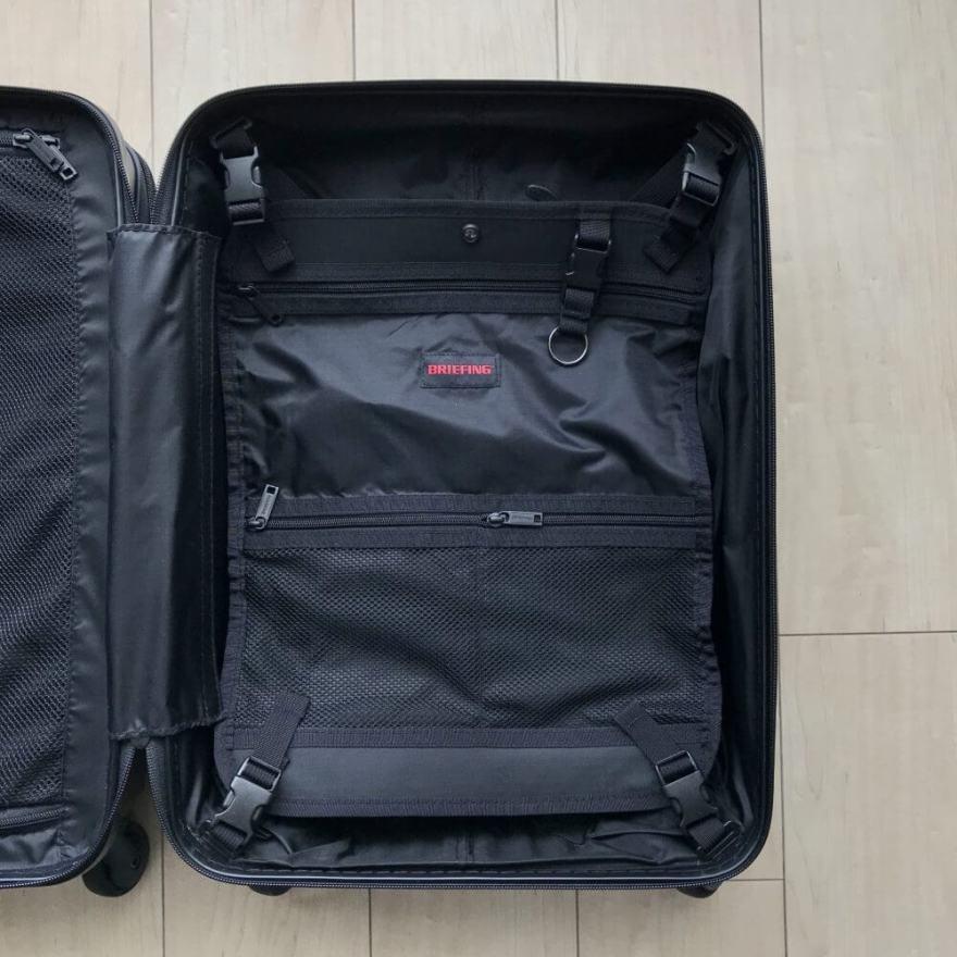 BRIEFING(ブリーフィング)スーツケースのメインルームの中仕切りポケット