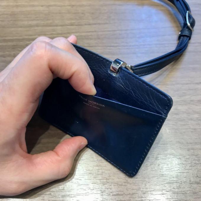 ペッレモルビダのIDカードケースは背面に別カードの個室あり