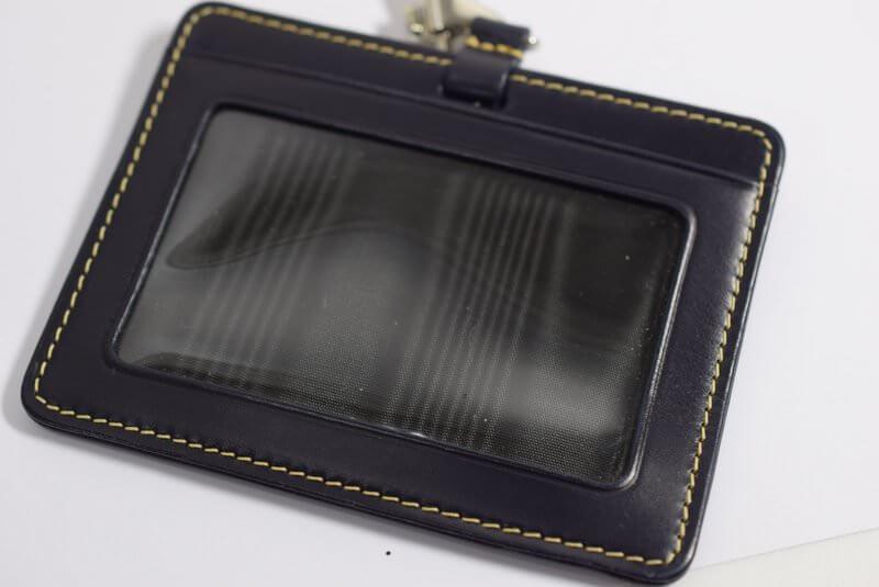 ホワイトハウスコックスのIDカードケースはシンプルなデザイン