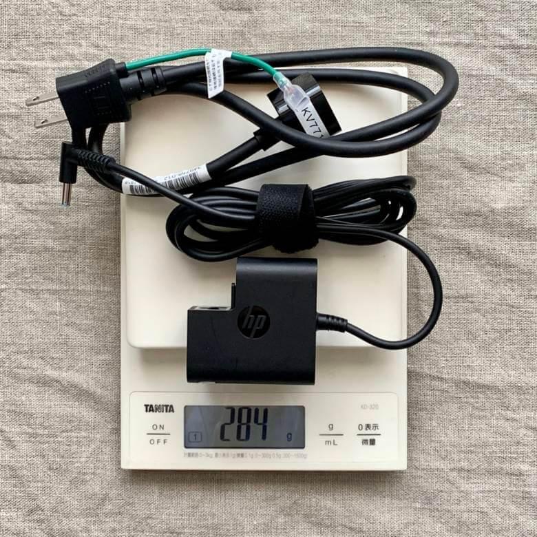 HP ENVY 15 x360(インテル)のアダプターの重さ